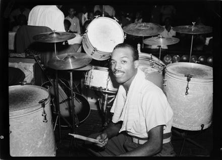 P081_jazz_drummer2