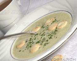Bowl-of-clam-chowder-with-oyster-crackers-~-1046974