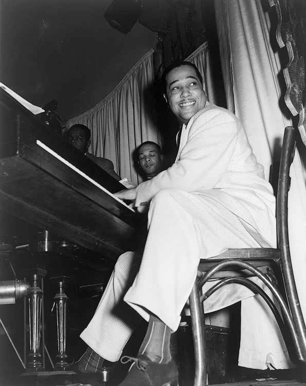 Duke_Ellington_at_the_Hurricane_Club_1943