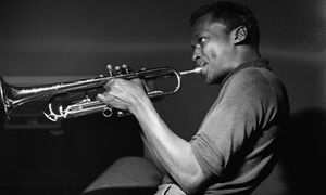 Miles-davis-playing-trump-001