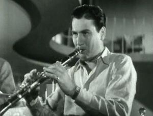 Artie_Shaw_Playing