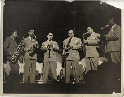 Jazz-Hamp's band—Little Johnny Griffin, Arnett Cobbs{Cobb}, spac, Charlie Fowlkes, ?