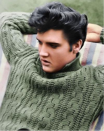Elvis-relaxing-on-the-set-of-Jailhouse-Rock-movie-1957-elvis-presley-9203371-400-500
