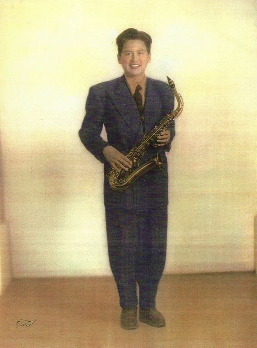 Anthony Ortega in 1945 with his Conn alto and Zoot Suit