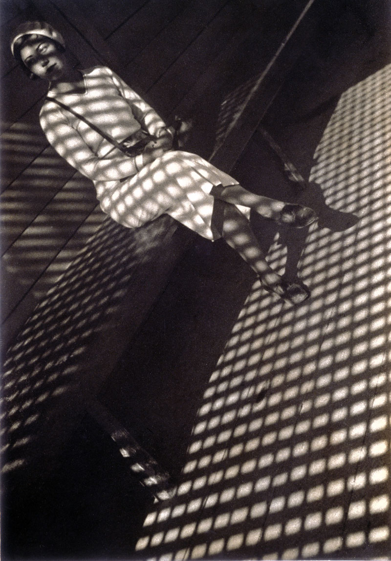 Alexander-rodchenko-girl-with-a-leica-web