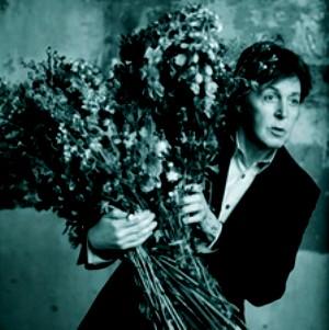 PHOTO-Paul-McCartney-Kisses-on-the-Bottom-2012