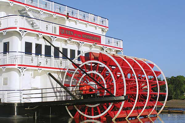 Mississippi-paddlewheel-riverboat