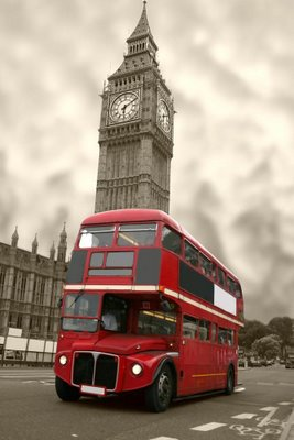 Aged_Big_Ben_with_a_classic_London_bus_in_red