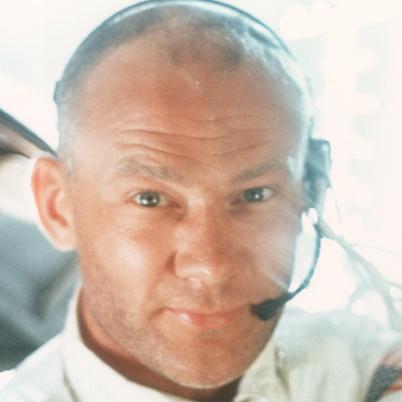 Buzz-Aldrin-9179894-2-402