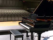 220px-Yamaha_C6_grand_piano,_Platte_City_High_School