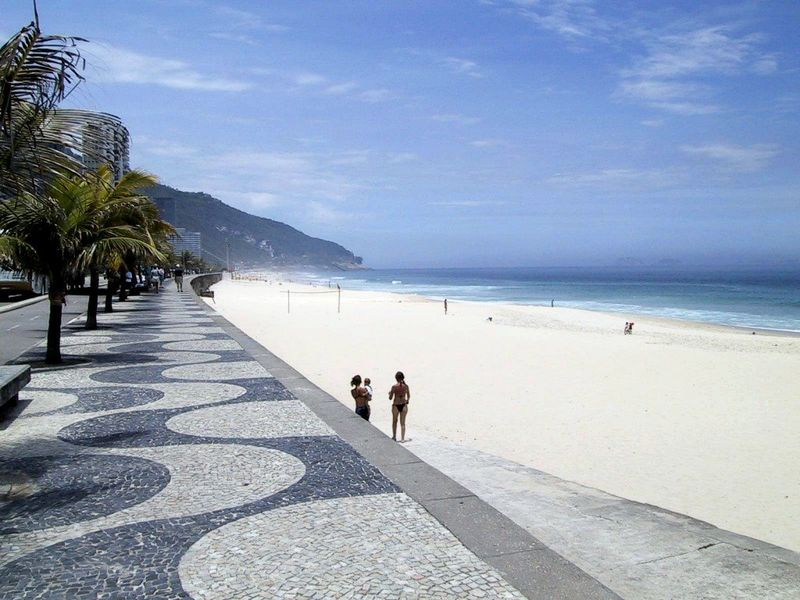 Rio-de-Janeiro-sidewalk-2