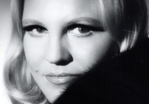 Singer-peggy-lee-eyes-famous-young