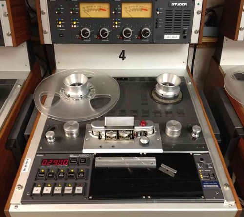Reel-to-reel-player_custom-fda0f1fa172638f42824ee22a5cbb36ac89e221b-s6-c30