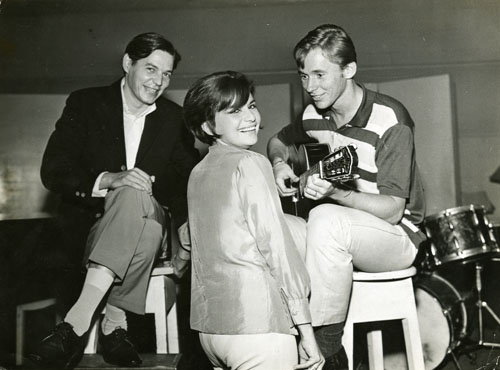 Sylvia-telles-tom-jobim-and-marcos-valle-at-rca-victor-studios-c-1964