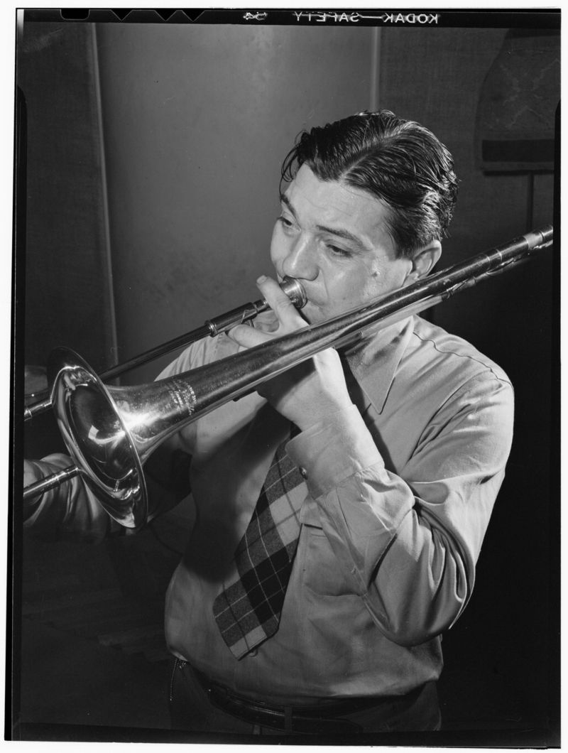 Jack_Teagarden,_Victor_studio,_New_York,_N.Y.,_ca._Apr._1947_(William_P._Gottlieb_08391)