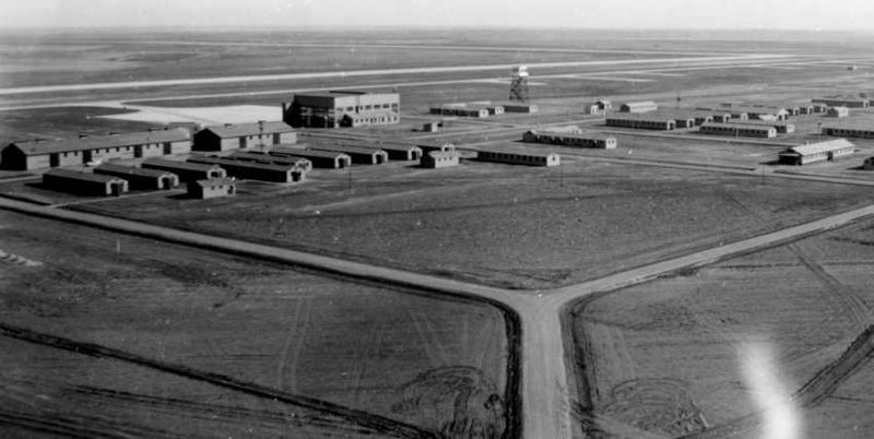 McCook_NE_40s_flightline