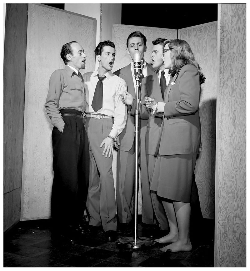 Dave-lambert-jerry-duane-wayne-howard-jerry-packer-and-margaret-dale-new-york-n-y-ca-jan-1947-photo-william-p-gottlieb