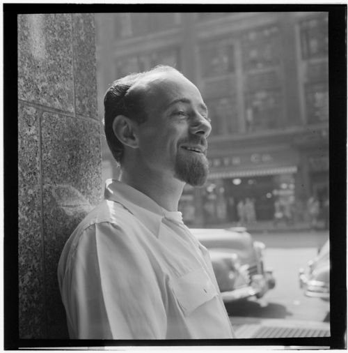Dave_Lambert,_New_York,_N.Y.,_ca._July_1947_(William_P._Gottlieb_05551)