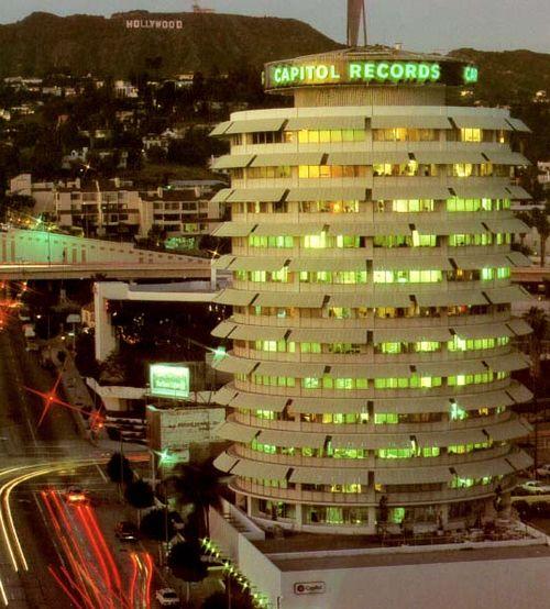 Capitol-records-bldg-night