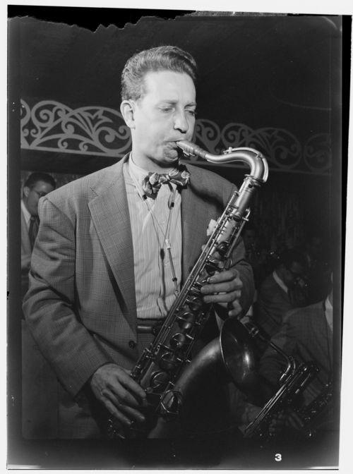 Sam_Donahue,_Aquarium_NYC,_ca_December_1946_(Gottlieb)
