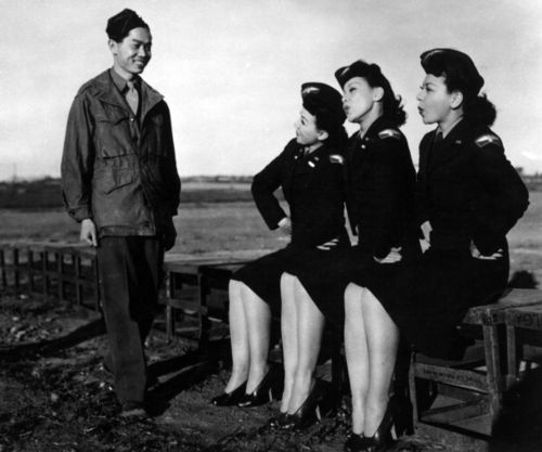 141559169-the-kim-loo-sisters-in-auxiliary-uniform-gettyimages