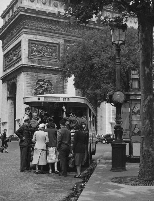 9a4bf72183e449fe1922d16c27da35e5--vieux-paris-vintage-photographs
