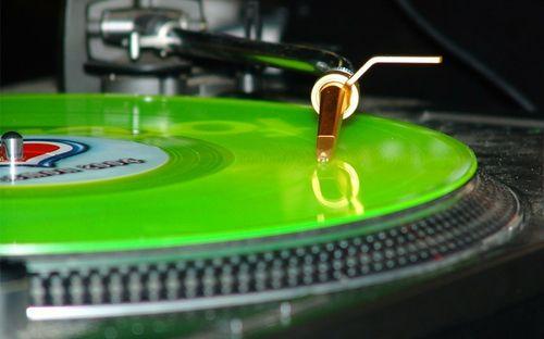 Green neon lamp record turntable 1280x800 wallpaper_www.wallpaperfo.com_74
