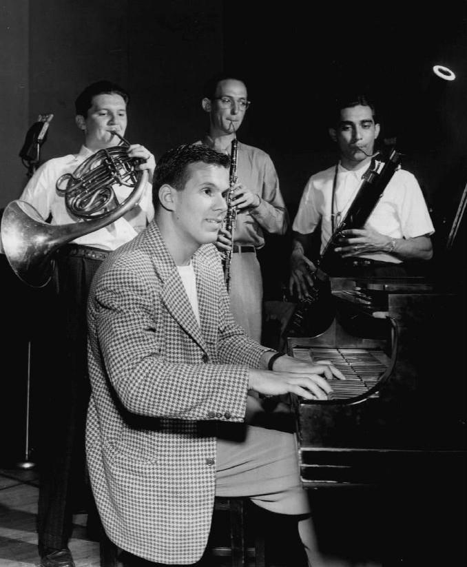 1946:::french horn, enlish horn bassoon:::