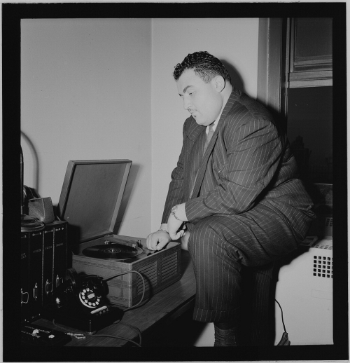 Photograph_of_Teddy_Reig,_in_New_York,_ca_1946_–_1948