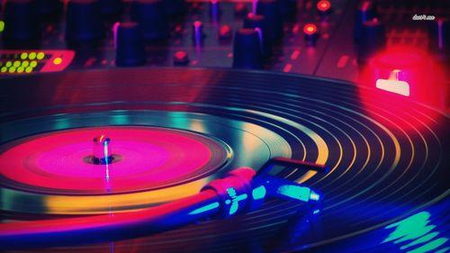 13985-vinyl-and-mixer-1366x768-music-wallpaper