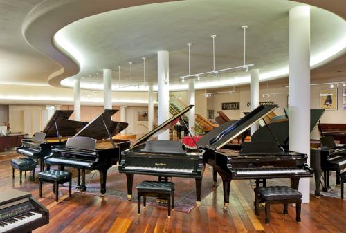 Piedmont_Piano-showroom2