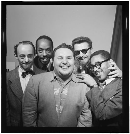 Dave_Lambert _John_Simmons _Chubby_Jackson _George_Handy _and_Dizzy_Gillespie _William_P._Gottlieb's_office _New_York _N.Y. _ca._July_1947_(William_P._Gottlieb_10248)