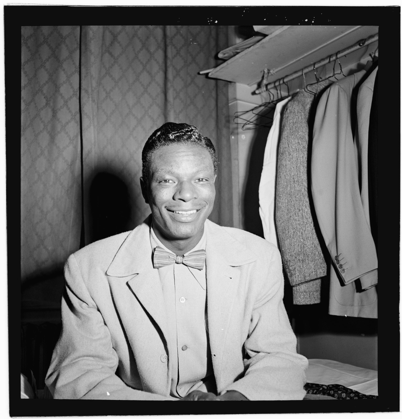 1920px-Portrait_of_Nat_King_Cole _Paramount_Theater _New_York _N.Y. _ca._Nov._1946_LOC_4931764947