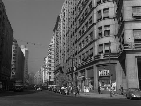 Busy-street-in-rio-de-janeiro-1961-video-id1B012250_0021
