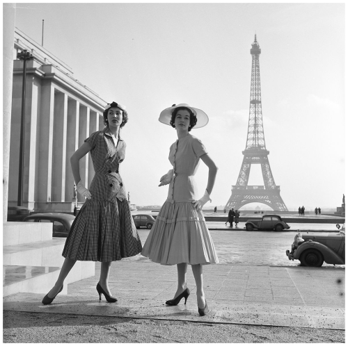 France-paris-1954-models-of-the-eiffel-tower-in-clothing-jacques-heim-photo-fred-brommet