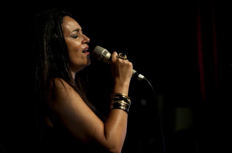 Rosemax-singing-brazilian-jazz-1024x680