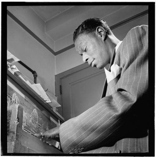 Nat_King_Cole _New_York _N.Y. _ca._June_1947_(William_P._Gottlieb_01551)