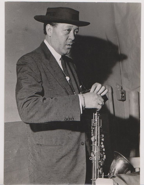 Lester-Young-standing