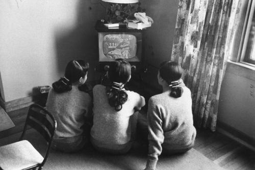 People+Watching+TV+(18)